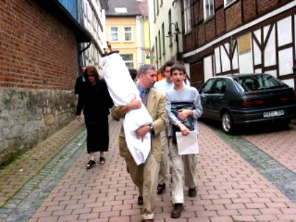 Carrying the Torah down Tempel Strasse, June 20,2003